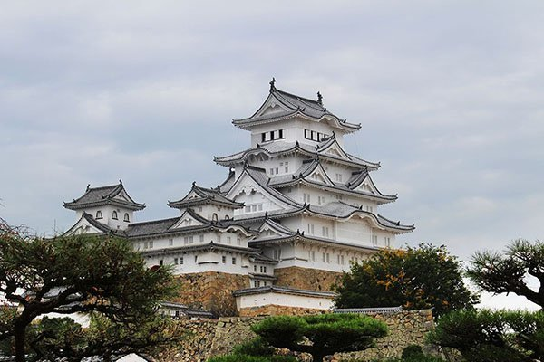 How to visit Himeji Castle in Japan