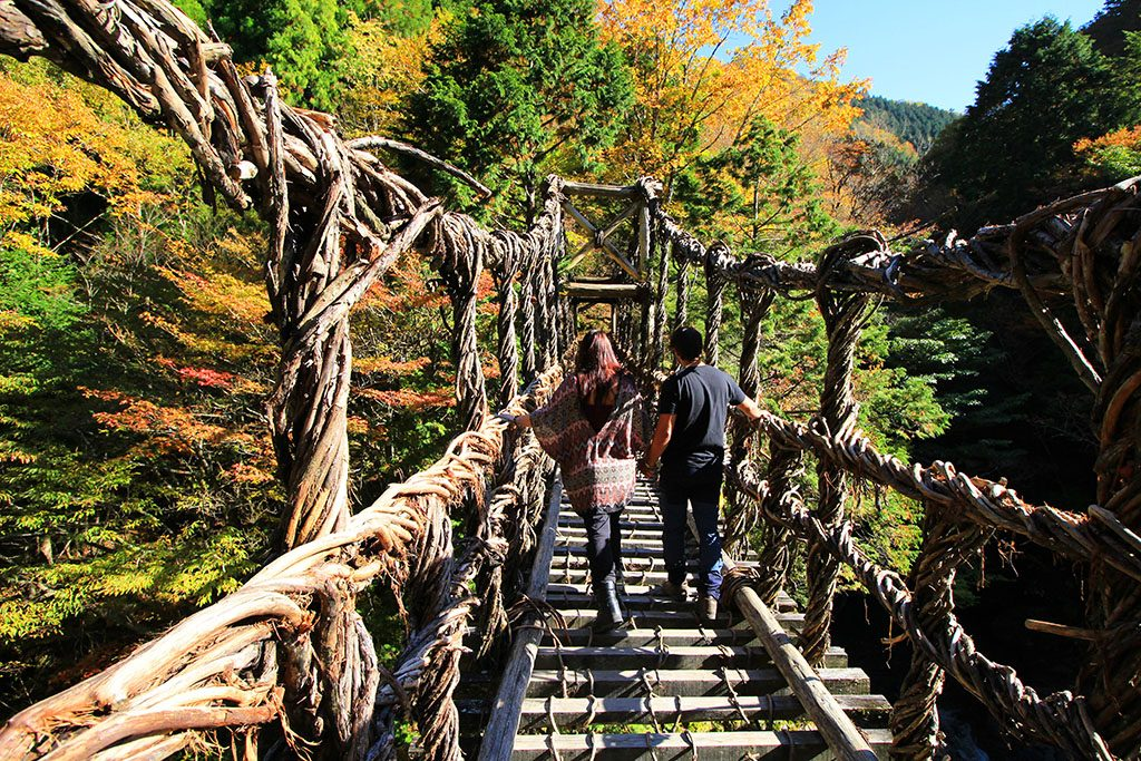 How to visit Iya valley double vine bridge