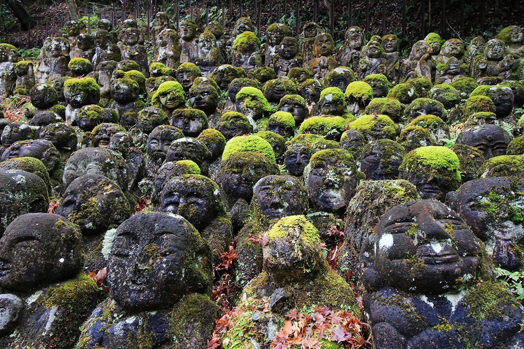 The Otagi Nenbutsu-Ji temple in Kyoto and the 12,000 laughing stone buddhas