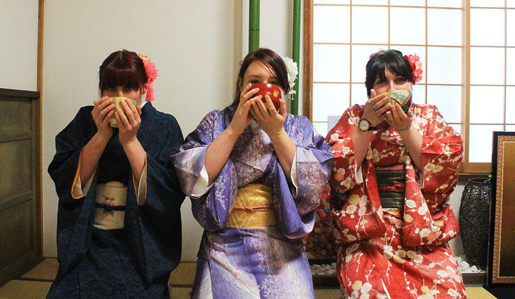 Japanese kimonos and green tea tokyo guide