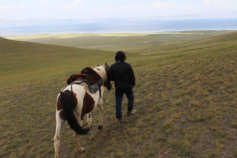 horseback riding in Song Kol