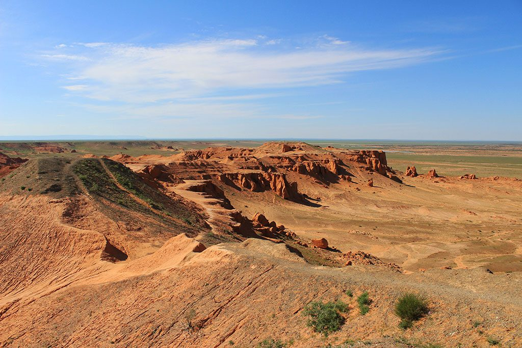 Guide to travel in Mongolia Red Cliffs
