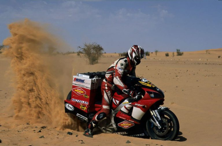 Sjaak Lucassen in Sahara on R1