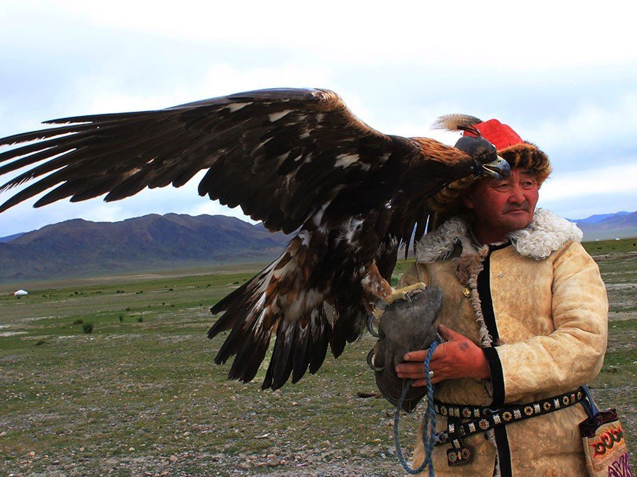 How to find an eagle hunter in Mongolia