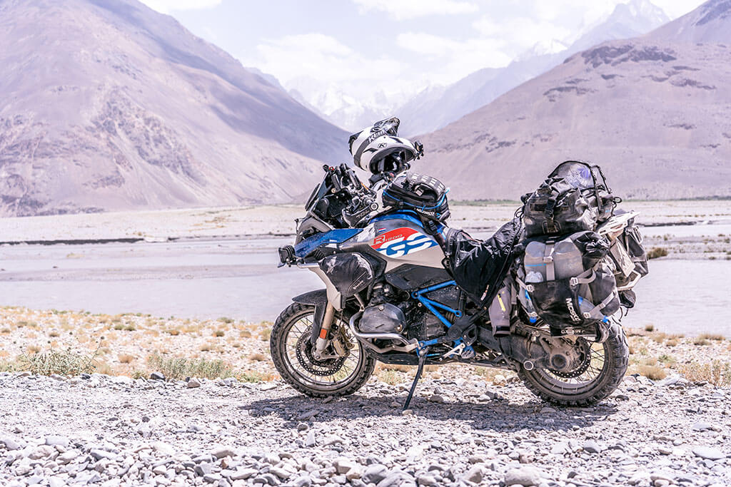 BMW R1200GS Adventure Motorcycle Review by Bento de Gier